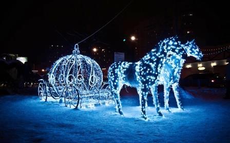 Светящаяся скульптура лошадей